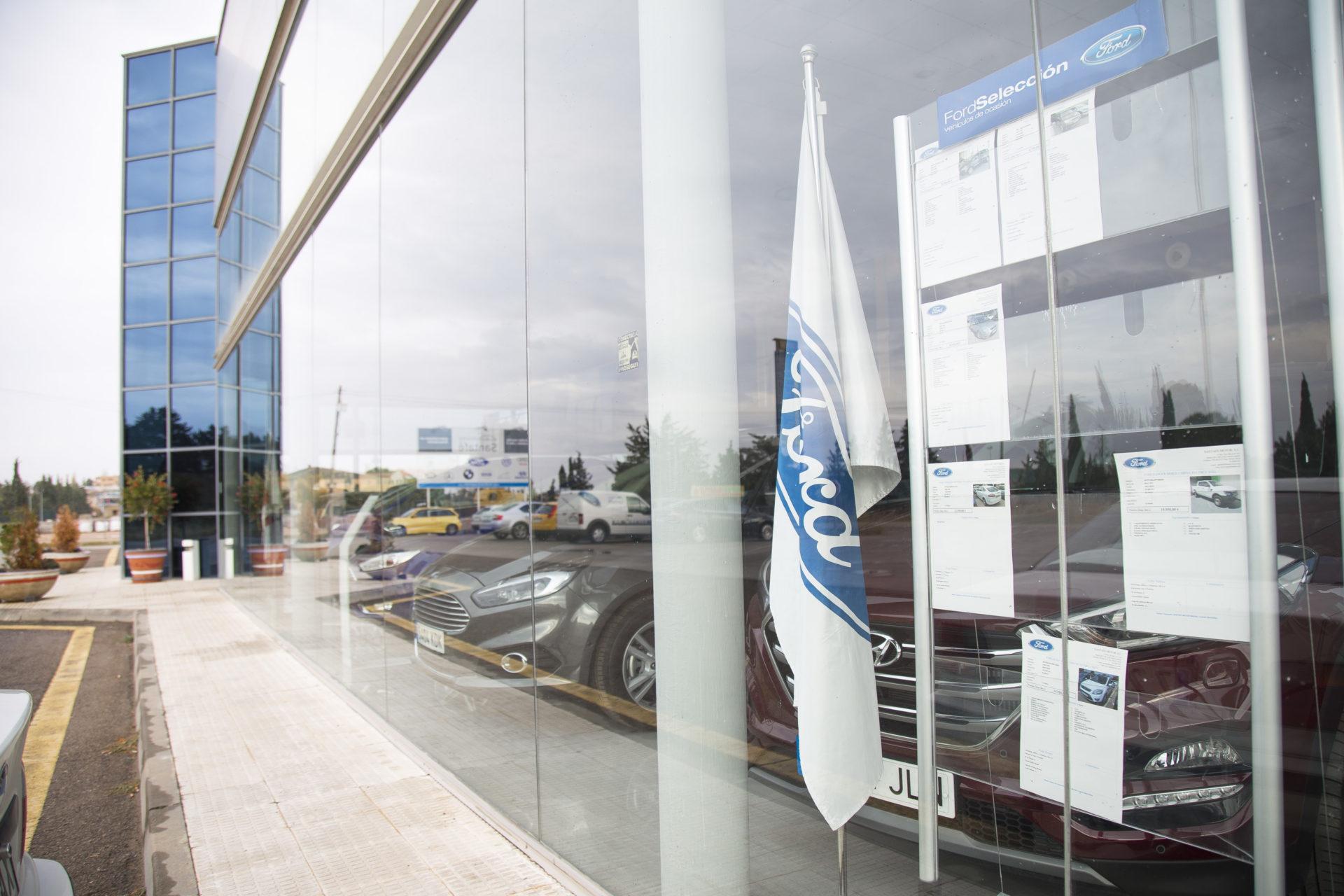 Multicentro Santafe, Servicios Oficial Ford